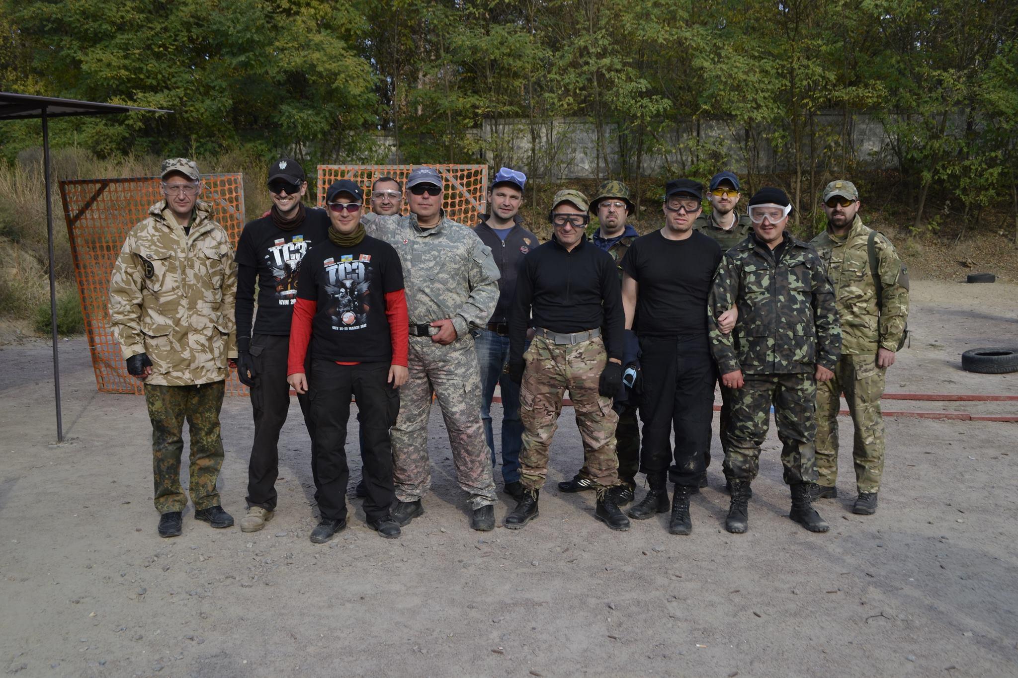 Капелани Володимир та Вячеслав Бевзи з бійцями в зоні АТО
